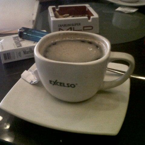 Photo taken at de`EXCELSO by herru k. on 3/28/2013