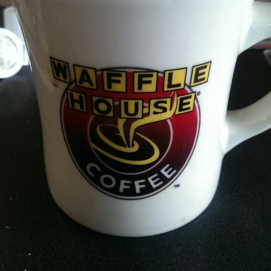 Photo taken at Waffle House by Serap K. on 12/25/2013