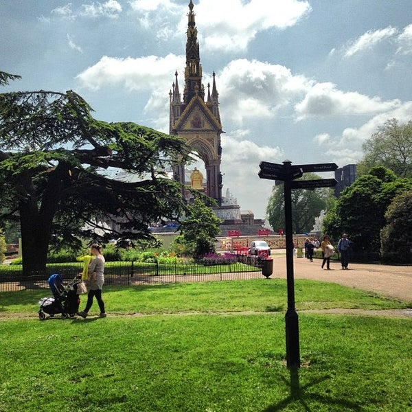 Photo taken at Kensington Gardens by Paulo B. on 5/31/2013