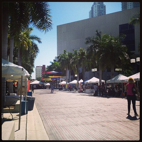 Photo taken at Miami Dade College Wolfson Campus by Vicky A. on 4/6/2013