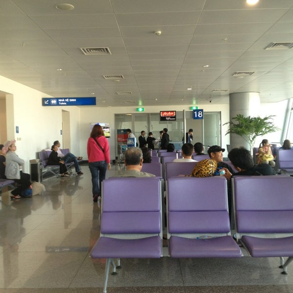 Photo taken at Tan Son Nhat International Airport by Asrul S. on 12/22/2012