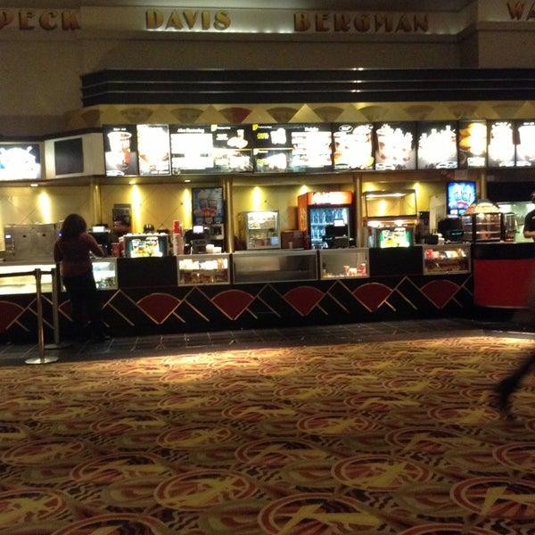 Снимок сделан в AMC Loews Lincoln Square 13 пользователем KingChris 1/20/2013