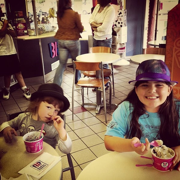 Photo taken at Baskin-Robbins by Richard F. on 7/22/2013