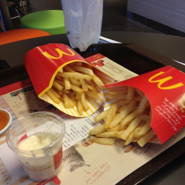 Photo taken at McDonald's (แมคโดนัลด์) by Parnko S. on 4/23/2014