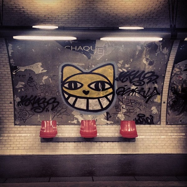 Photo taken at Métro Étienne Marcel [4] by Alexis O. on 3/26/2013