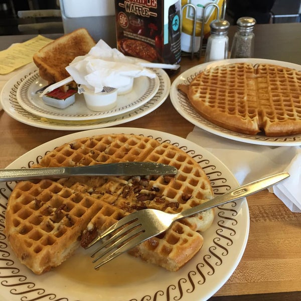 Photo taken at Waffle House by Mj H. on 9/4/2015