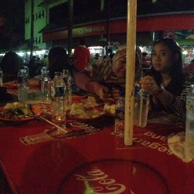 Photo taken at Pusat Jajanan Menteng by Ali R. on 8/14/2013