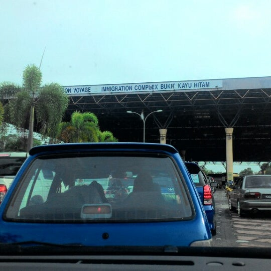 Photo taken at Bukit Kayu Hitam Immigration Complex by Mansor A. on 6/5/2015