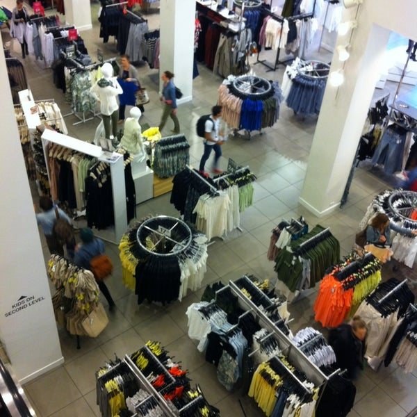 Photo taken at H&M by Britney T. on 4/10/2013