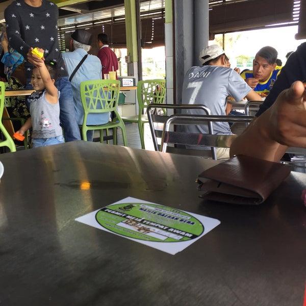 Photo taken at Restoran Anjung Seri by Aqem87 on 1/23/2016