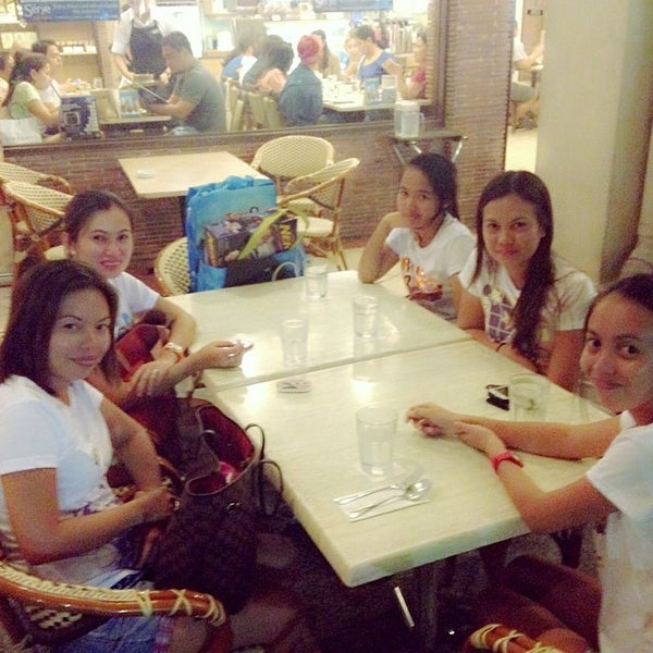 Photo taken at Sérye Café Filipino by Laarni C. on 5/3/2014