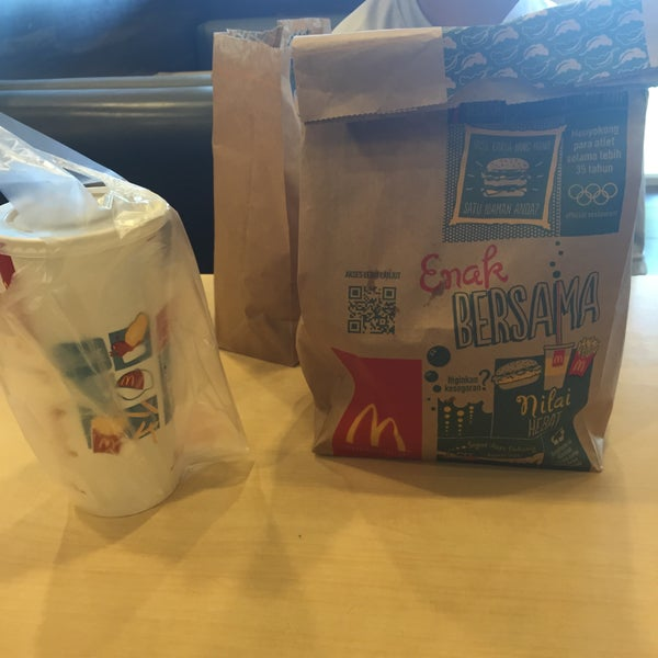 Photo taken at McDonald's by Sammy Y. on 7/15/2015