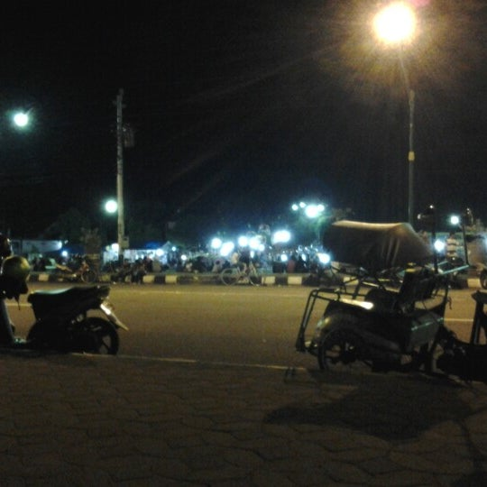 Photo taken at Alun - Alun Sragen by Bimo E. on 2/2/2013