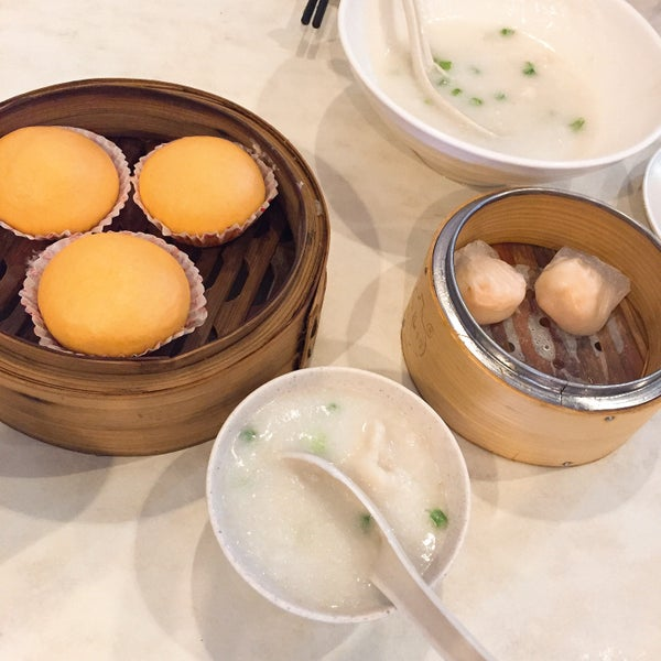 Photo taken at Restoran Tom's Dim Sum by Yanyue T. on 6/26/2016