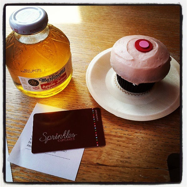 Photo taken at Sprinkles Cupcakes by Daniel L. on 5/17/2013