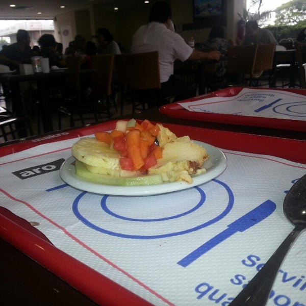 Photo taken at Restaurante Makro by Luciana F. on 2/23/2013