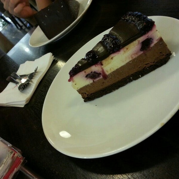 Photo taken at Secret Recipe by Damia A. on 10/14/2015
