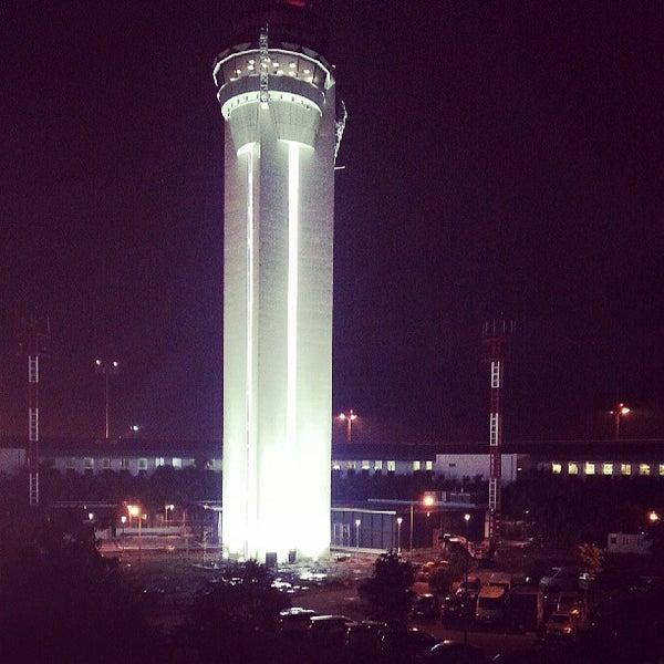 Photo taken at Tan Son Nhat International Airport (SGN) Sân Bay Quốc Tế Tân Sơn Nhất by Anh Tuan T. on 5/31/2013