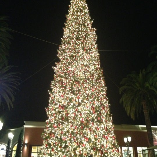 Photo taken at Fashion Island by Luis V. on 12/18/2012