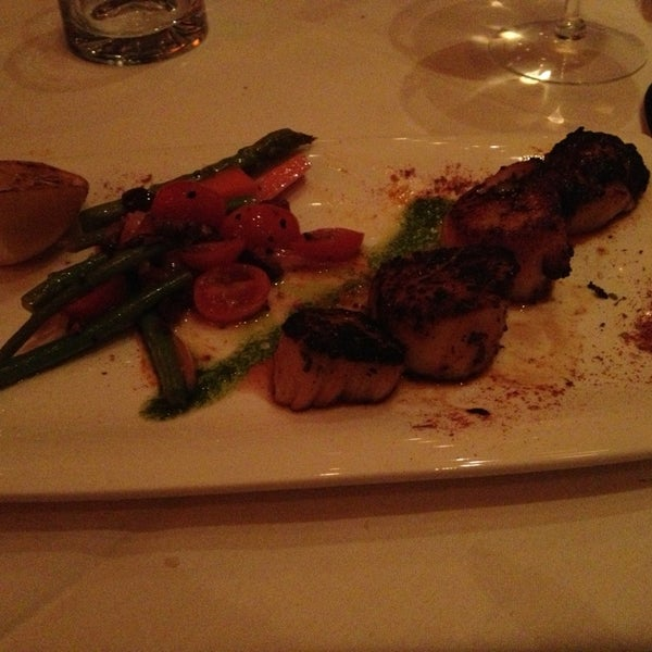 Photo taken at Fleming's Prime Steakhouse & Wine Bar by Alycia on 3/17/2013