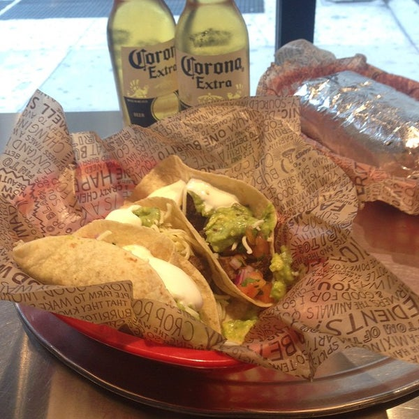 Photo taken at Chipotle Mexican Grill by Freaky B. on 10/22/2014