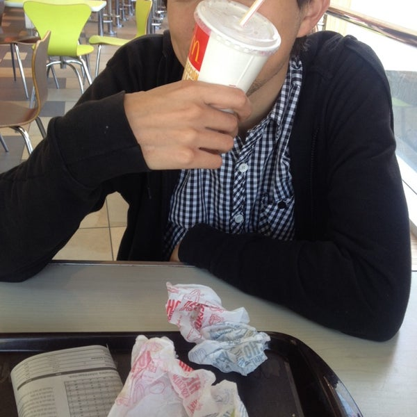 Photo taken at McDonald's by Valeissozombie on 3/25/2014
