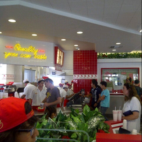 Photo taken at In-N-Out Burger by Rashid S. on 9/23/2012