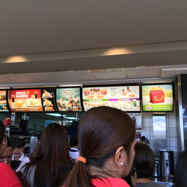 Photo taken at McDonald's by Dennis Paul on 1/22/2016