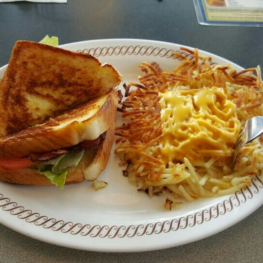 Photo taken at Waffle House by SoCal S. on 3/22/2016