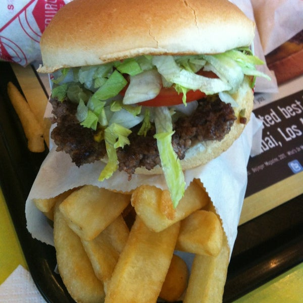 Photo taken at Fatburger by Nora on 3/26/2013