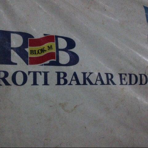 Photo taken at Roti Bakar Eddy by Ardie N. on 11/2/2012
