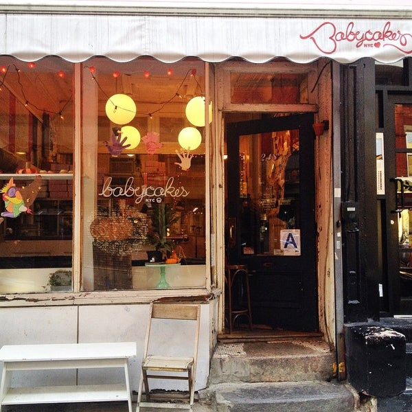 Photo taken at Erin McKenna's Bakery by Farrah S. on 11/23/2014