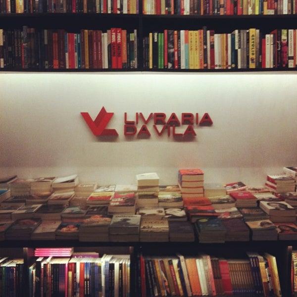 Photo taken at Livraria da Vila by Joi on 5/30/2013