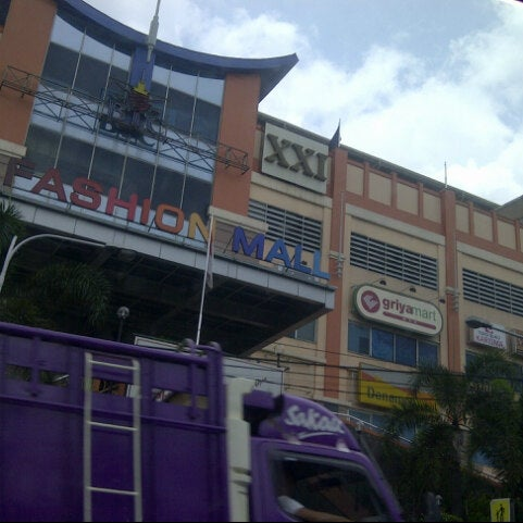 Photo taken at Bandung Trade Centre - BTC Fashion Mall by BAS 2. on 3/22/2013