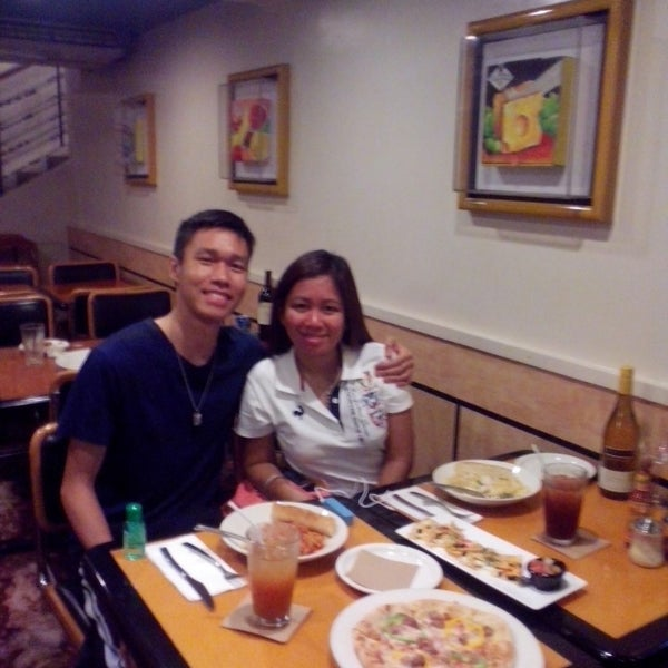Photo taken at California Pizza Kitchen by Ishy S. on 10/26/2014