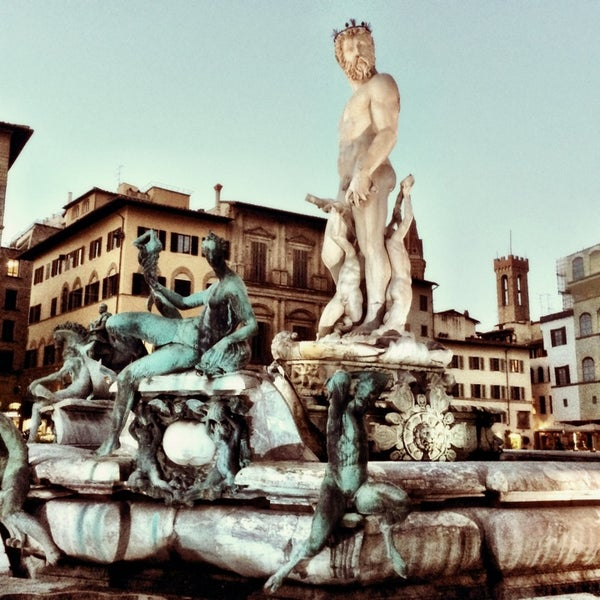 Photo taken at Galleria degli Uffizi by UrbanKlara on 4/15/2014