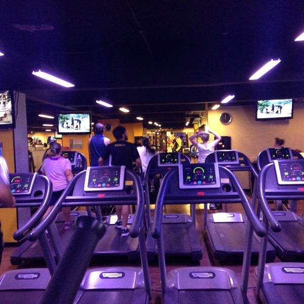 Photo taken at Smart Fit by Alisson L. on 6/9/2015