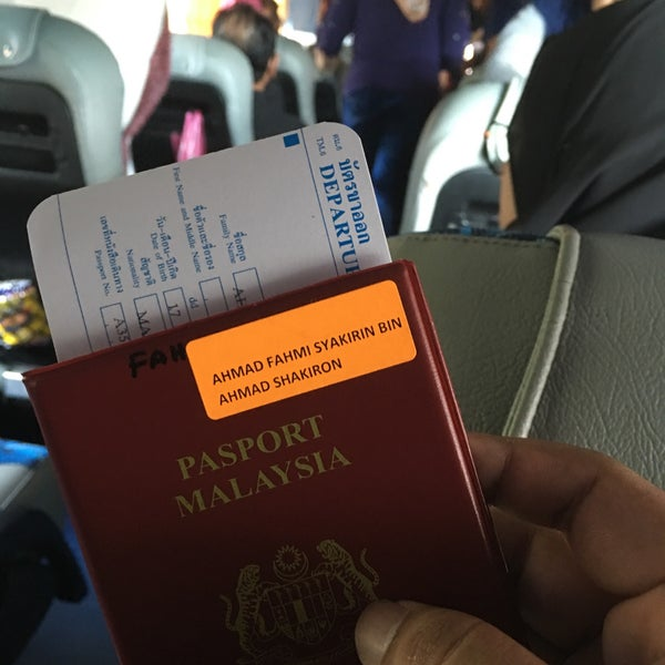 Photo taken at Bukit Kayu Hitam Immigration Complex by Fahmi S. on 11/24/2016