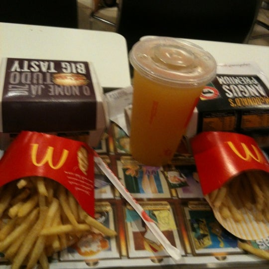 Photo taken at McDonald's by Carlos Henrique Z. on 11/26/2012