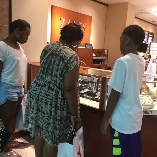 Photo taken at CoolSprings Galleria by Pat B. on 8/4/2015