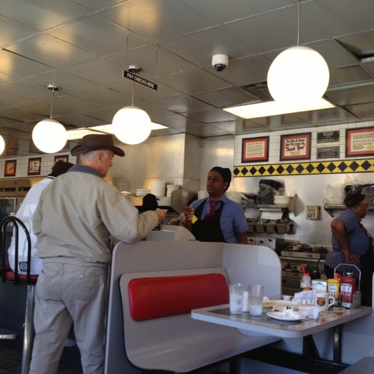 Photo taken at Waffle House by Jeff on 11/13/2012