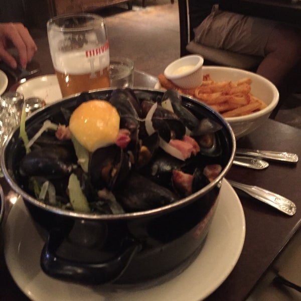 Sunday's and Monday's you can have all you can eat mussels with fries and 1 Stella for $24 a person!