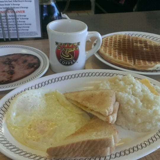 Photo taken at Waffle House by Christopher B. on 8/14/2014
