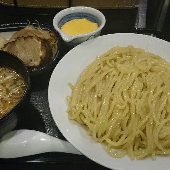 Photo taken at 三ツ矢堂製麺 下北沢店 by ひろ on 5/3/2014