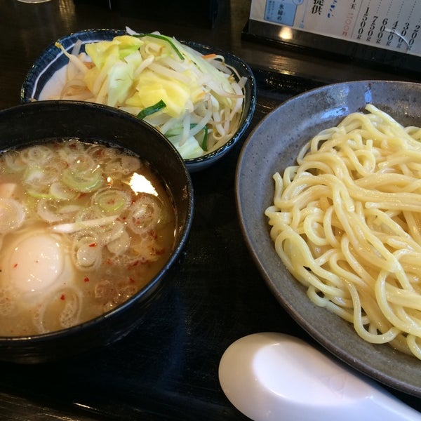 Photo taken at 三ツ矢堂製麺 下北沢店 by Ayumi K. on 3/28/2014