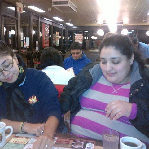 Photo taken at Waffle House by David T. on 10/31/2012
