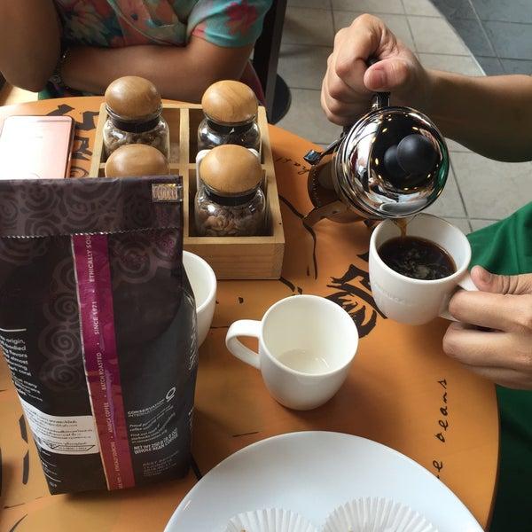 Photo taken at Starbucks by Nooch G. on 3/5/2016