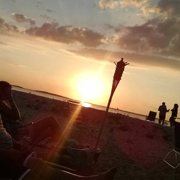 Photo taken at Foster Memorial Beach (Long Beach) by Vic C. on 8/2/2015