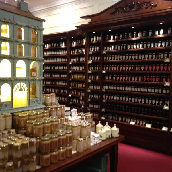 Photo taken at Fortnum & Mason 1707 Wine Bar by Jimmy H. on 2/28/2014