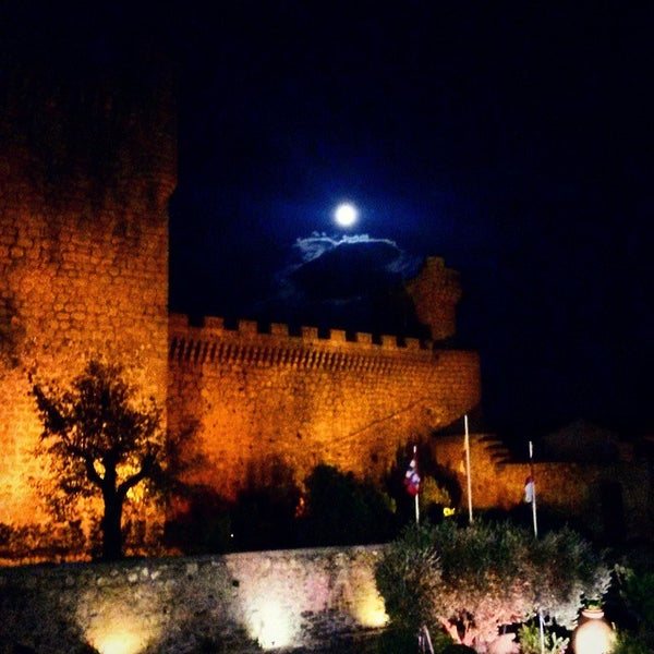 Photo taken at Hotel Parador de Oropesa by Daniel G. on 11/5/2014